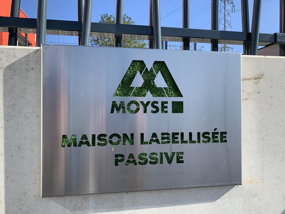 Plaque certification maison passive à Besançon